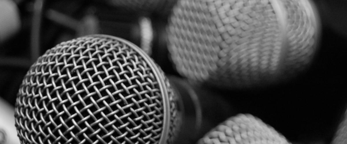 Microphones par Rusty Sheriff - Source https://www.flickr.com/photos/rustysheriff/4880169398